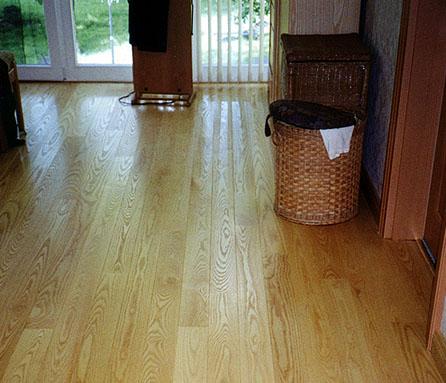 entgegen einem weit verbreiteten irrglauben ist ein holzboden vllig gefahrenfrei mit einer geeigneten fubodenheizung zu kombinieren denn - Laminat Holzdielenboden